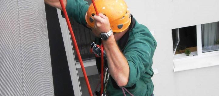 Výčkové práce pomocí certifikovaných horolezců Brno