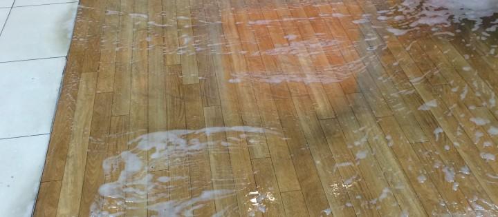 Strojové čištění podlah Brno