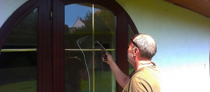 Mytí oken v domácnostech na Praze 3