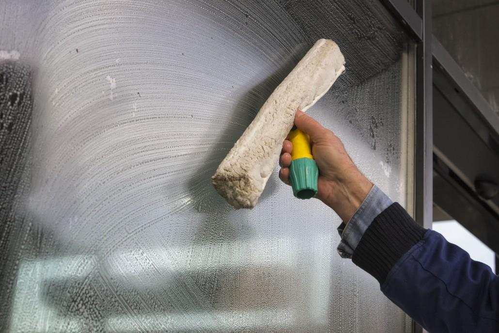 mytí výloh a oken Brno